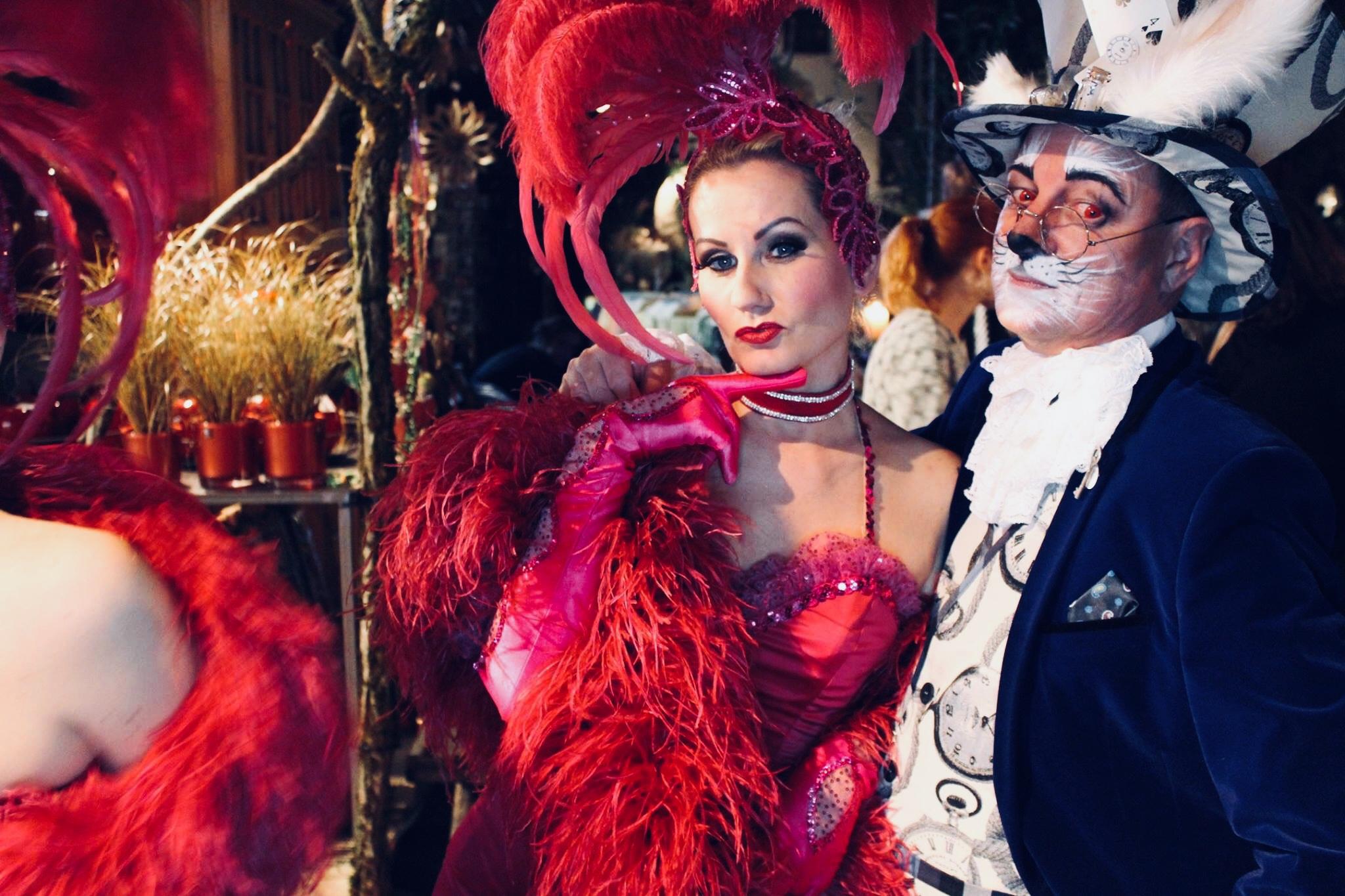 Blonde Bombshell Burlesque Tänzer München. Buchen Sie eine Burlesque Show oder Walkact für Ihre Veranstaltung
