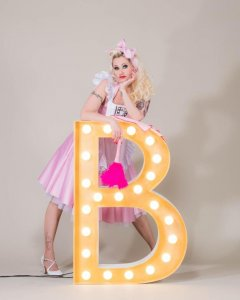 Blonde bombshell Burlesque - Rose Rainbow