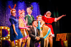 Blonde Bombshell Burlesque Weihnachtsrevue