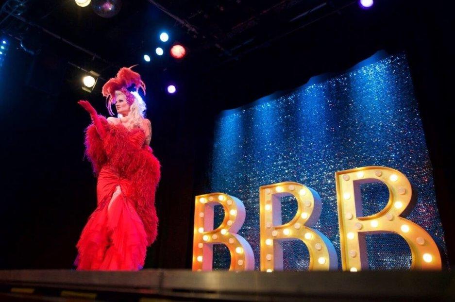 Burlesque Show mit der Tänzerin Rose Rainbow Blonde Bombshell Burlesque im Theater Drehleier München