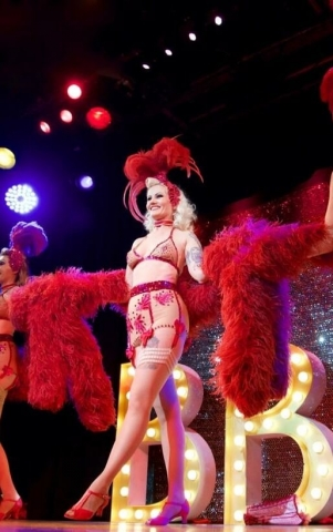 Rose Rainbow Glamour Burlesque Show München